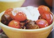 Coles de Bruselas con queso y tomates cherry