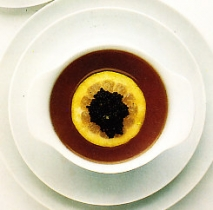 Consomé tibio con caviar
