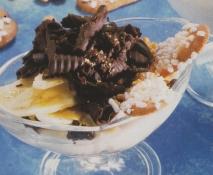 Copa de plátano y chocolate