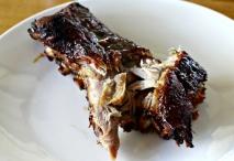 Costillar de cerdo lacado con miel y salsa de soja