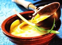 Crema de nabos de la Cerdanya con raviolis de carne de perol