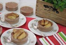 Cuajada de chocolate con manzanas asadas
