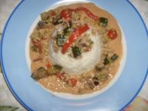 Vegetales con huevos y tocino, arroz y crema de habas blancas