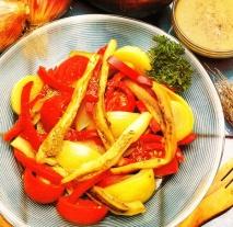 Ensalada con salsa de aceitunas