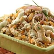 Ensalada de arroz con pollo y maiz