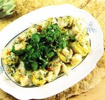 Ensalada de corazón de alcachofas con bacalao, escarola y berros