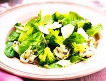 Ensalada de espinacas, brócoli  y champiñones