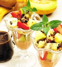 Ensalada de frutas con crocanti