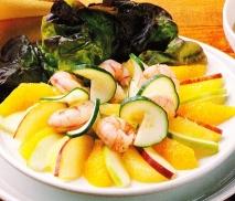 Ensalada de frutas y gambas