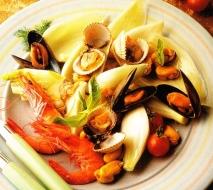 Ensalada de frutos del mar y endibias