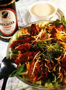 Ensalada de hortalizas y cangrejos de río