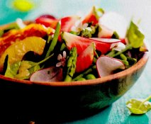 Ensalada de hortalizas y manzana con vinagreta de nueces