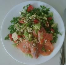 Ensalada de lechugas con salmón ahumado