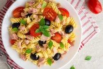 Ensalada de pasta, atún y tomates cherry en Thermomix