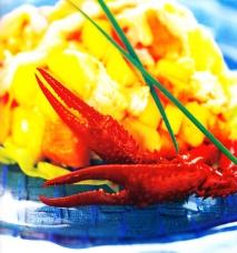 Receta de Ensalada de pinzas de cangrejo con frutas tropicales y salsa rosa