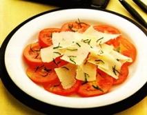Ensalada de tomate al queso