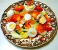 Ensalada de tomates y huevos duros