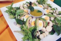 Receta de Ensalada tropical de palmitos y aguacates