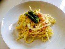 Espaguetis con espárragos y salmón
