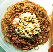 Espaguetis integrales con salsa de nueces