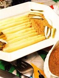 Receta de Espárragos blancos con salsa de marisco