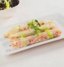 Espárragos blancos rellenos de salmón