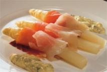 Receta de Espárragos con ahumados y salsa tártara