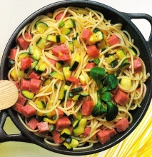Fritura de calabacines y espaguetis