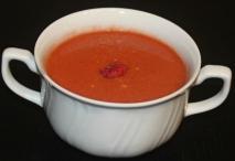 Gazpacho de frambuesa, tomate y melocotón