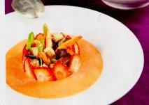 Gazpacho suave de fresas y langostinos