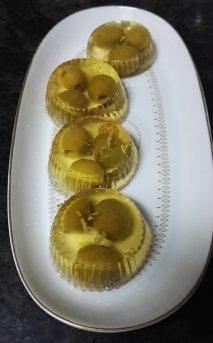 Gelatina de vermut con olivas rellenas de anchoas