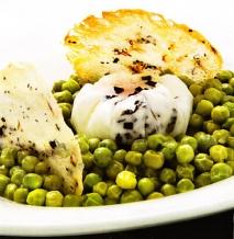 Receta de Guisantes con huevo trufado y tortitas