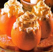 Helado de naranja en su piel