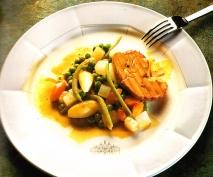 Hígado de pato a la sartén con verduras salteadas