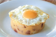 Huevo frito con patatas revolconas