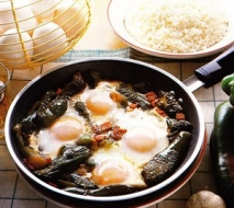Receta de Huevos a la sartén con pimientos verdes y jamón