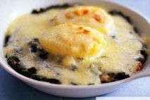 Huevos con espinacas y panceta