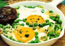 Huevos con guisantes