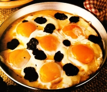 Huevos con velo trufados