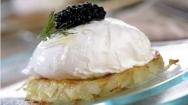 Huevos poché con caviar