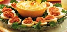 Huevos rellenos de almendras y foie-gras