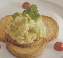 Huevos revueltos con aguacates