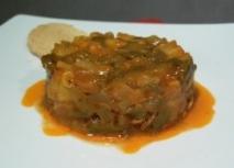 Lentejas con virutas de foie mi-cuit y molleja de pato confitado