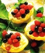 Limones rellenos de frutos del bosque