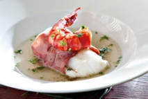 Lomo de pescadilla con jamón ibérico y carabinero