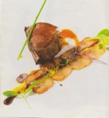Lomos de corzo asados con hierbas, con laminado de boletus confitados en aceite y naranja