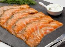 Lonchas de salmón marinadas en aceite