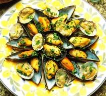 Mejillones y almejas al curry