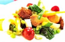 Mezcla de primavera, setas, verdura y fruta