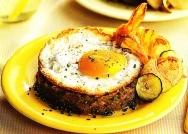 Minipisto con huevo y chips de veduras